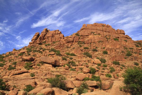 enorme collina montagne pietra sasso deserto