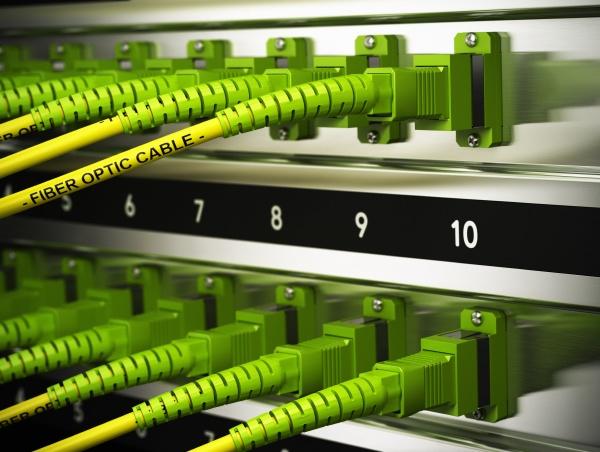 infrastruttura di rete fibre ottiche connessioni
