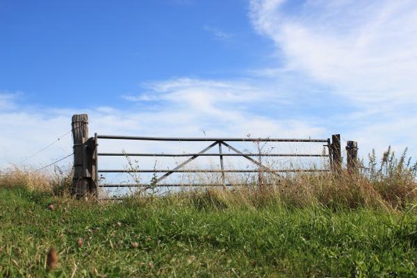 blu spazio nuvola campo cancello portale