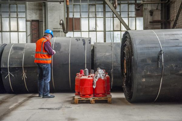 avoro industria produzione in piedi fabbrica