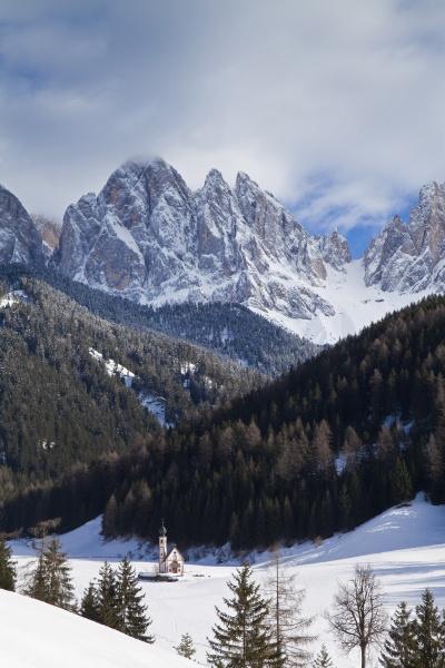 paesaggio invernale della chiesa di san