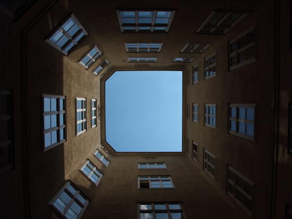 backyard urban con windows e blue