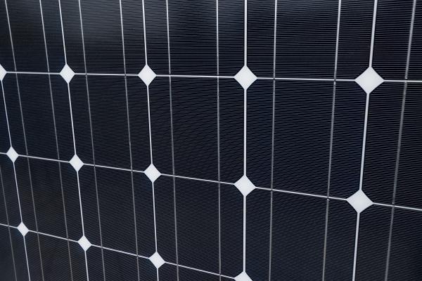 primo piano del pannello solare come