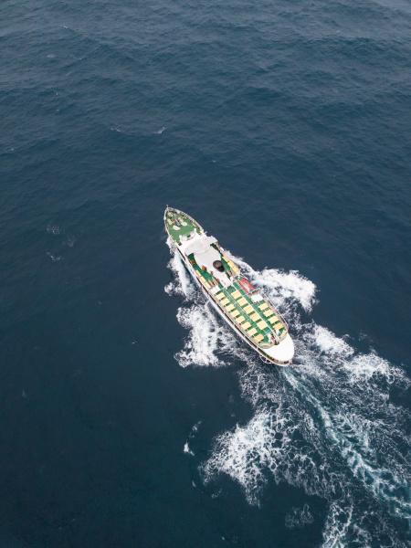vista aerea di un grande traghetto