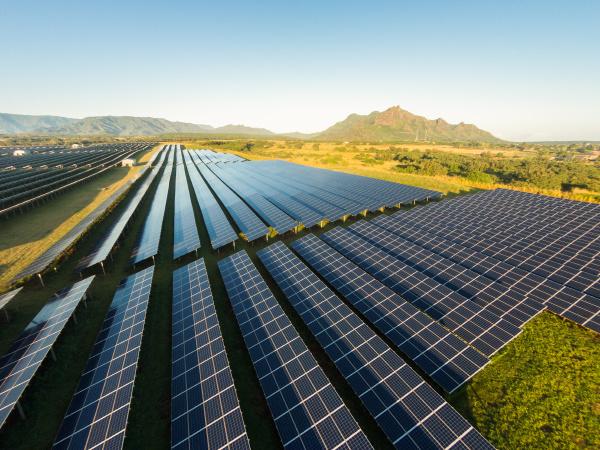 veduta aerea dei pannelli solari fotovoltaici