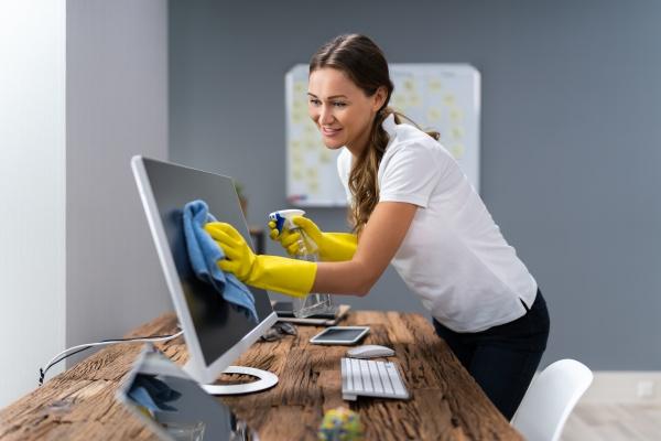 scrivania per la pulizia dei lavoratori