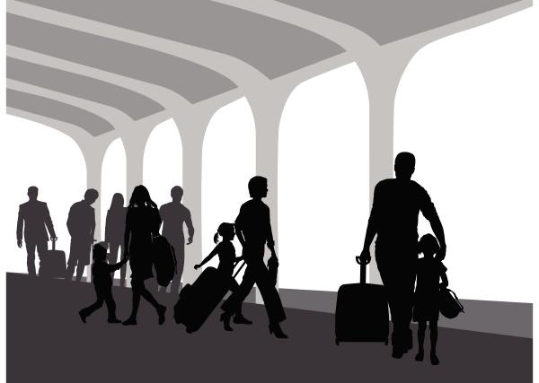 persone sulla piattaforma del treno