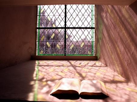 chiesa verde finestra colorato luce del
