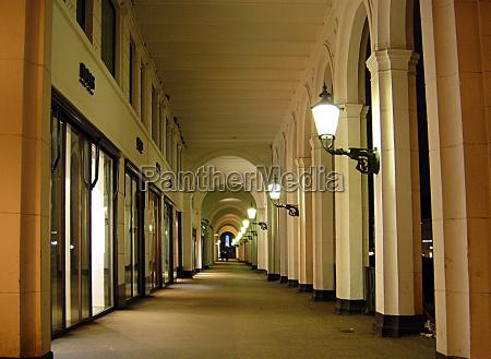fotografia notturna colonne cancello portale lampade