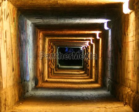 stanza buio oscurita sera tunnel anelli