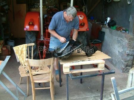 privato strumento attrezzo riparazione sedie posto