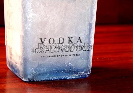 alcool ghiaccio esperto bottiglia acquavite ghiacciato