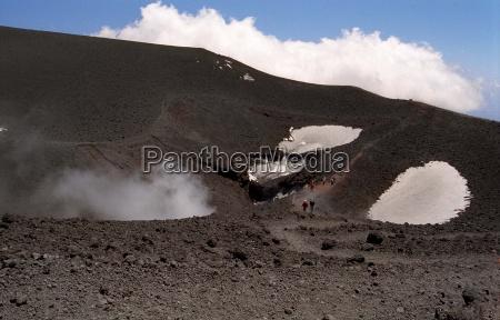 freddo foschia vapore cratere in salita