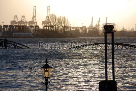 inondato molo dei traghetti st pauli