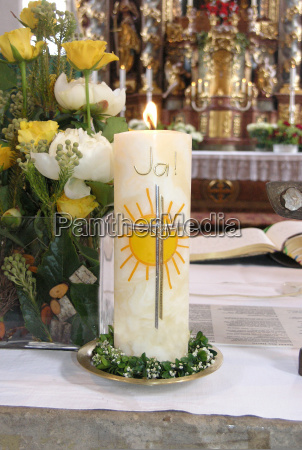 candela di nozze bruciante