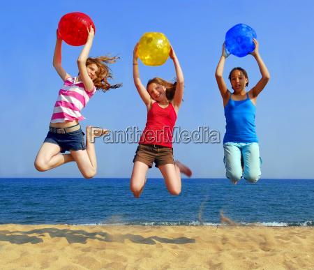 ragazze sulla spiaggia