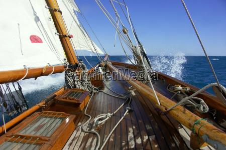 vela a bordo di un yacht