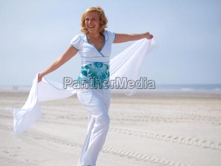 donna vacanza vacanze riva del mare
