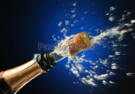 bottiglia di champagne pronta per la