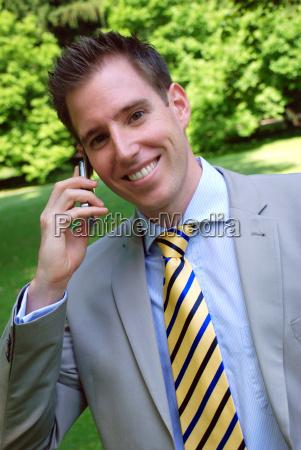 telefono cellulare comunicazione cravatta giovani abito