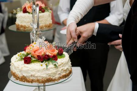tagliare la torta nuziale 2