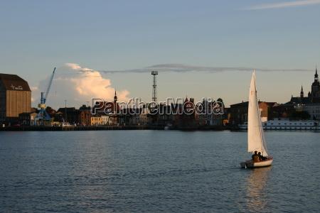 tramonto sera citta anseatica barche a