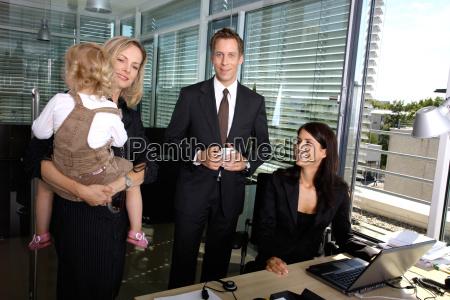 ufficio colleghi mamma madre azienda gruppo