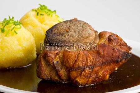 tradizionale arrosto di maiale bavarese con