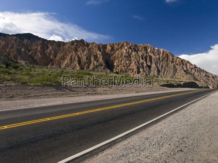 cielo montagna e strada