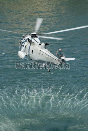 navigazione salvataggio elicottero marino marina