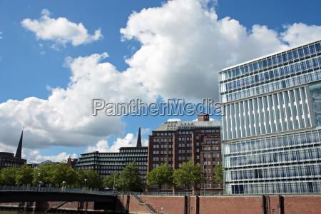 moderno ponte amburgo di vetro cielo