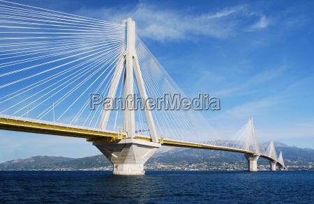 ponte sul golfo di petras
