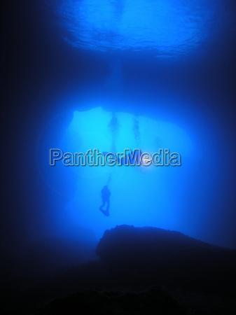 blu luce immergersi tuffarsi senza peso