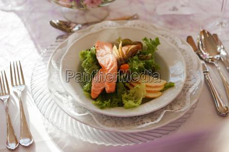 ristorante dieta salmone antipasto insalata sano