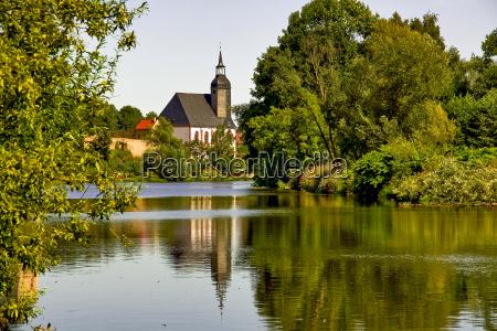 chiesa albero alberi estate riflesso credere