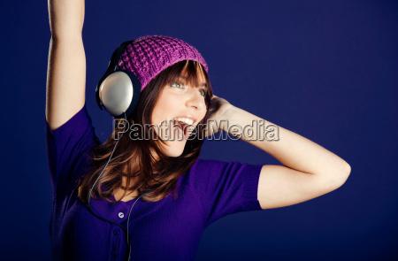 bella donna ascolto musica