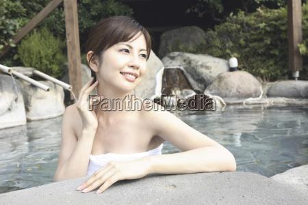 japanische fraueinweichen der open air bad