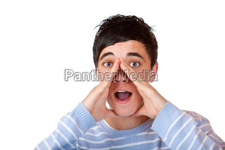 attraente adolescente urla ad alta voce