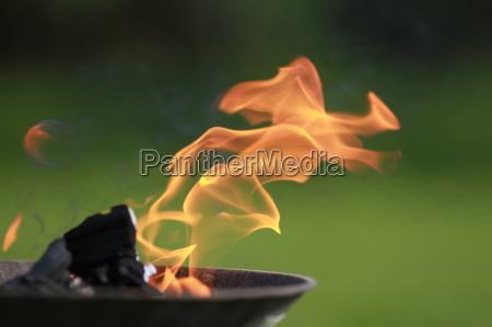 cautela fuoco incendio fiamma griglia barbecue