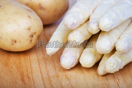 caucasico bianco verdura crudo asparago fascio