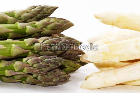 green white asparagus tips gegeneinander