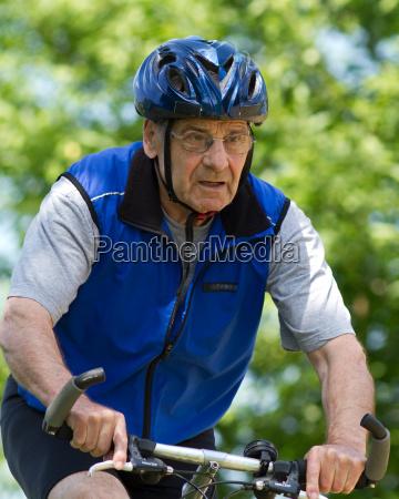 tempo libero ciclista attivo bicicletta in