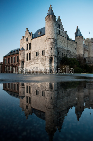 het steen castle e reflection