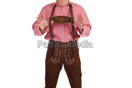 uomo con pantaloni in pelle
