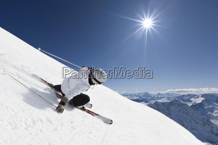 femmina sciatore montagna