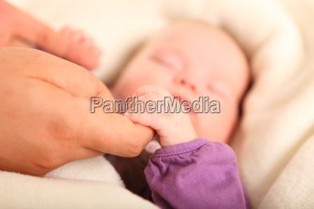 mano mani bambino neonato lattante tenere
