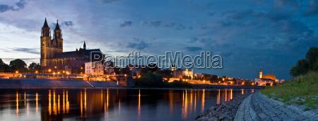 magdeburgo elbpanorama di notte