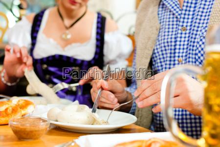 colazione con salsicce bianche in baviera