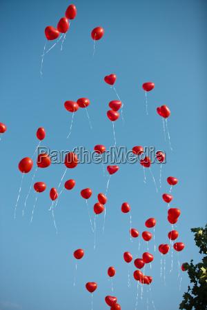 in salita salire scalare alzarsi palloncini