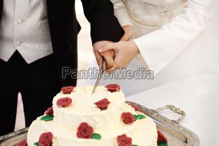 nozze matrimonio convivenza tagliare sposini sposi